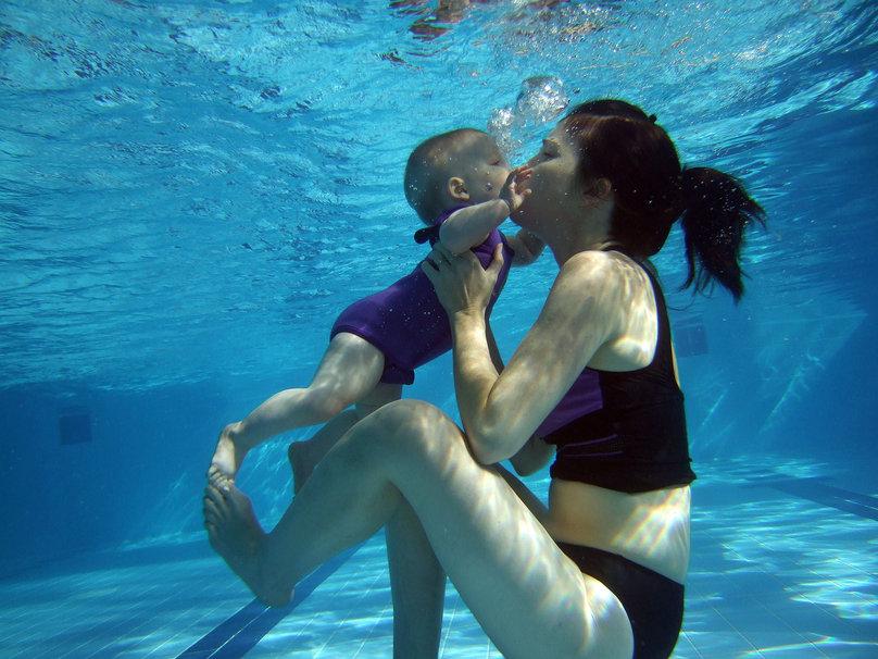 310415__underwater-kiss_p