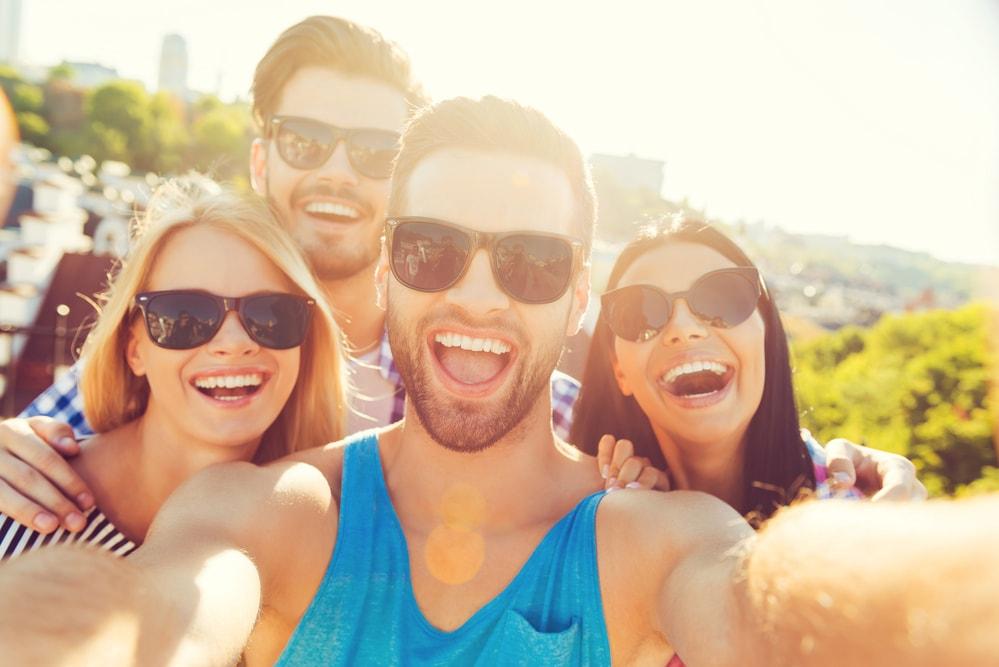 registrar e revelar os momentos felizes com os amigos